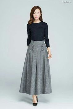 Fall Outfits Love the look - fitted tucked in shirt with full midi-skirt; try something similar with my navy skirt Modest Dresses, Modest Outfits, Modest Fashion, Hijab Fashion, Fashion Dresses, Full Midi Skirt, Dress Skirt, Navy Skirt, Pleated Skirt
