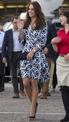 Kate Middleton style: her favorite wedges finish off this DVF wrap dress