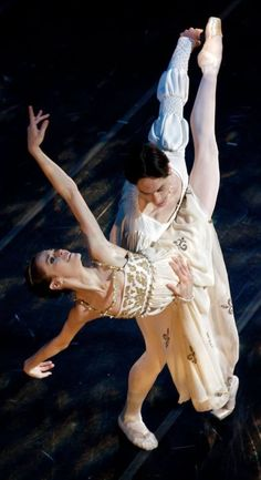 Lara O'Brien and Marcelo Martinez in Romeo and Juliet- Photo by Chris Walt