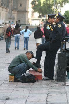 Shoe shining in Mexico City