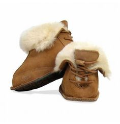 UGG Australia - Boo Infant Boot - moccasin-inspired - plush sheepskin and suede - reinforced heel and toe