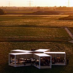 This first generation mobile pop-up restaurant can be put up in one day and offers space for one hundred guests. It has the biggest farmer's oak table in the world. The benches are a metre deep, which makes different ways of sitting possible while enjoyin…