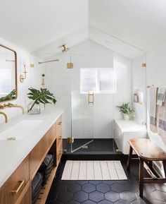Beautiful bathroom ideas and inspiration - wood, black and white bathroom inspiration Beautiful Bathroom Decor and Design Ideas Bad Inspiration, Bathroom Inspiration, Bathroom Inspo, Bathroom Trends, Bathroom Updates, Bathroom Goals, Bathroom Layout, Design Bathroom, Bath Design