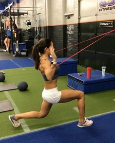 "13.9k Likes, 230 Comments - Alexia Clark (@alexia_clark) on Instagram: ""Shoulder Burn Out 🔥🔥🔥 40seconds on 20seconds rest 3-5 rounds #alexiaclark #queenofworkouts…"""