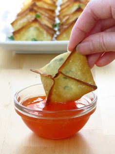 Baked Cream Cheese Wontons, a favorite Chinese American appetizer. Gooey seasoned cream cheese wrapped around wonton wrapper! A fun party food and finger food. Baked not fried - so much healthier and just as yummy! American Appetizers, Asian Appetizers, Yummy Appetizers, Appetizer Recipes, Wonton Appetizers, Vegetarian Appetizers, Party Appetizers, Pastas Recipes, Wonton Recipes