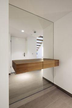 Penthouse B: hallway / hallway by destilat Design Studio GmbH . - Penthouse B: Hallway and hallway from destilat Design Studio GmbH idea - Decor, Minimalist Home, House Design, House Entrance, Entrance Mirror, House Flooring, Interior Design Inspiration, House Interior, Penthouse