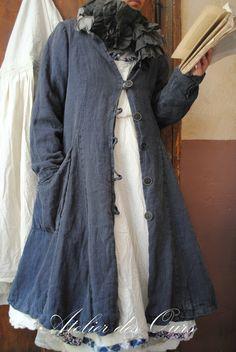 """MLLE INDIGO: Manteau """"Les Ours"""", robe écru """"EWA I WALLA"""", jupon écru, chaussures TRIPPEN, echarpe frou-frou en soie - Atelier des Ours."""