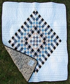 It's #FreePatternFriday! Visit the Craftsy blog to get this free calico diamond quilt pattern today!
