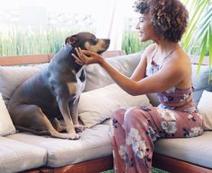 "2,243 Likes, 35 Comments - Doralys Britto 🌴 (@doralysbritto) on Instagram: ""So much love in those eyes! Unconditional love. #mypittbull . Cuanto amor en estos ojos! Pit bull love, pit bull, curls, curly hair, afro, short curly hair, natural black hair."