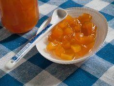Balkabağı Reçeli - Dilek Erol #yemekmutfak.com Akide şekerine benzeyen tadıyla soğuk kış günlerinde şekerleme ve reçel olarak yiyebileceğiniz özel bir reçel tarifidir. Bal kabağı reçelini çok seveceksiniz.