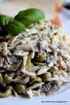 bistro mama: Sałatka z makaronem ryżowym i pieczarkami Salad Recipes, Diet Recipes, Vegan Recipes, Healthy Salads, Pasta Salad, Food Inspiration, Easy Meals, Food And Drink, Lunch