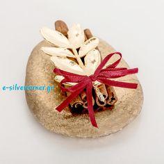 γουρια 2015 χειροποιητα με κανελα - Αναζήτηση Google Very Merry Christmas, Christmas Diy, Christmas Bulbs, Christmas Crafts, Christmas Decorations, Holiday Decor, Lucky Charm, Resin Crafts, Place Card Holders