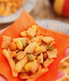 Sriracha Crunch Chex Mix. #food #chex_mix #snacks #parties