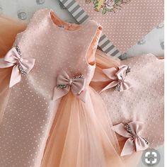 With # hands # (creativity, # sewing, # pattern) – kinder mode Little Dresses, Little Girl Dresses, Flower Girl Dresses, Toddler Dress, Baby Dress, Baby Girl Fashion, Kids Fashion, Fashion Wear, Dress Fashion