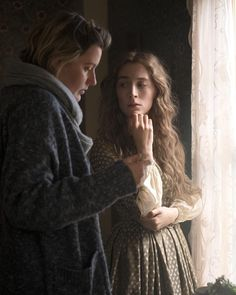 Director Greta Gerwig and Saoirse Ronan on the set of Little Women Historical Women, Historical Clothing, Filmmaking Quotes, Sony Pictures Entertainment, Florence Pugh, Louisa May Alcott, Susan Sarandon, Famous Couples, Christian Bale