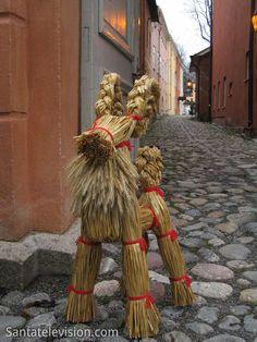 Perinteinen joulukoriste: olkipukki (Turun joulumarkkinat)