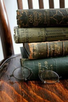 (Vintage eyeglasses set by books) Beautiful ageing spines. Beauty of books goes beyond timeless covers. Old Books, Antique Books, Victorian Books, I Love Books, Books To Read, Photos Amoureux, Illustration Art Nouveau, Book Aesthetic, World Of Books