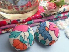*Love* Ohrclipse Stoffknopf mit Blumen von Happy Lilly auf DaWanda.com