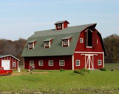 An incredibly engineered kit complete with Laser-Cut hexagonal barn shingles. ANY modeler to build! Country Barn Weddings, Cowboy Weddings, Outdoor Weddings, Barn Pictures, Farm Barn, Toy Barn, Building Structure, Country Farm, Country Life