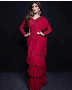 Shilpa Shetty and Raveena Tandon Re - live their good old friendship on the sets of Superdancer Chapter 3 - HungryBoo Full Sleeves Blouse Designs, Bridal Blouse Designs, Red Saree, Saree Look, Saree Blouse, Stylish Sarees, Stylish Dresses, Indian Dresses, Indian Outfits