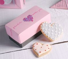 Gift box for wedding cookies Cupcake Boxes, Box Cake, Cake Packaging, Brand Packaging, Ice Cream Cookie Sandwich, Cookie Box, Cake Business, Valentine Cookies, Wedding Cookies