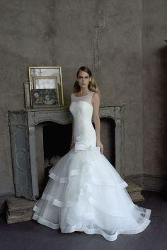 Collezione Signature 2014 - Elisabetta Polignano: linea sinuosa che termina in una ricca gonna per un abito senza compromessi. #wedding #weddingdress #weddinggown #abitodasposa