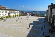Portugal van Noord naar Zuid (1) - via Bestemminginbeeld 21.11.2014 | Hierbij deel 1, dat begint met een beschrijving van de stad Guimarães, in de middeleeuwen de bakermat van de staat Portugal. Ze bezoekt de portkelders in Porto, bestijgt de spirituele trap in Braga en eindigt dit eerste deel met een bezoek aan de universiteit van Coimbra.