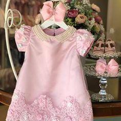 Bom dia!! Com nosso trapézio no Rosa.💕 . . . Fale conosco ☺️ 🎀 Cristiane 062 995030926 🎀 Gleicy 062 992859097 🎀 www.viafloraforgirls.com.br ou click na Bio. 🎀International Assistance 🇺🇸+5562993191881 (worldwide shipping🌎) . . . . #festamenina #vestidodefesta #vestidodemenina #vestidodeprincesa #girl #itgirl #festaumano #primeiroaniversario #festadeprincesa #girlsparty #girlsdresses #modaparameninas #viafloraforgirls Baby Girl Frocks, Frocks For Girls, Little Dresses, Little Girl Dresses, Girls Dresses, Newborn Girl Outfits, Kids Outfits, Kids Dress Pants, Dress Anak