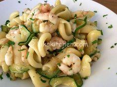 La pasta zucchine e gamberetti bimby è un classico primo piatto molto semplice e veloce da preparare. Una ricetta facile e veloce da preparare