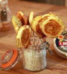 Sucettes Feuilletées au Camembert - 1 Camembert, 1 Botte de persil, 50g de beurre, 250g de pâte feuilletée, poivre. 180°C pendant 25 minutes