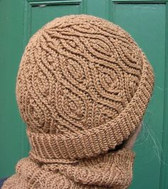 Almond Hat - There are three options for the brim: the turned over ribbed one, the ribbed one that's not turned over, and the one that starts straight away with the Almond Pattern, and has a slightly wavy edge.