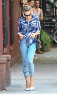 Lovely in gingham! Sarah Jessica Parker in NYC on May 21, 2013. Credit: FameFlynet Pictures.