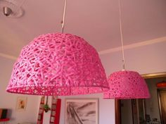 Luminárias de cestas plásticas coloridas