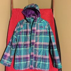 North Face coat Girls North Face coat with reversible vest!  This coat/vest is adorable!  Wear it three different ways!  Big Bang for your buck! North Face Jackets & Coats