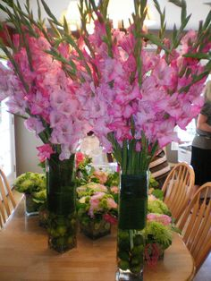 Another look at the large gladiola centerpieces Pink Wedding Centerpieces, Wedding Table Flowers, Bridal Flowers, Most Popular Flowers, Amazing Flowers, Gladiolus Centerpiece, Altar, Gladiolus Flower, Flower Arrangements Simple