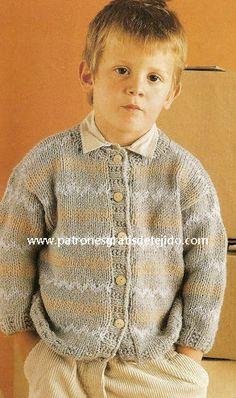 Cárdigan para niño con motivo jackard con paso paso Baby Knitting Patterns, Salvador, Sweaters, Fashion, Dresses For Babies, Clothes For Girls, Fabric Samples, Savior, Moda