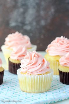 Tip and Tricks for making perfect cupcakes. This is your go-to guide for how to bake cupcakes including pan sizes and how full to fill each liner. Cake Recipes From Scratch, Cake Mix Recipes, Cupcake Recipes, Baking Recipes, Baking Tips, Baking Secrets, Baking Basics, Baking Hacks, Baking Ideas