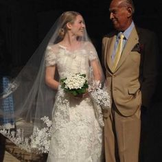 Can we be walked down the aisle by Oscar de le Renta too? http://thenewdaily.com.au/life/2014/07/01/anna-wintours-son-charlie-gets-married-in-garden-themed-bash/ #wedding #oscardelarenta #annawintour