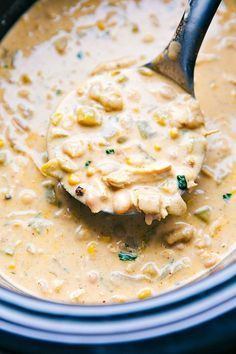 This CrockPot Slow Cooker White Chicken Chili is thick creamy and total comfort food It takes less than 10 minutes prep and is perfect for homegating ad CrockPotHomegating Slow Cooker Chili, Slow Cooker Recipes, Crockpot Recipes, Cooking Recipes, Crockpot Dishes, Healthy Recipes, Creamy White Chicken Chili, Crockpot White Chicken Chili, Chicken Chili Recipes
