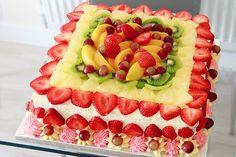 Fresh cream and fruit cake