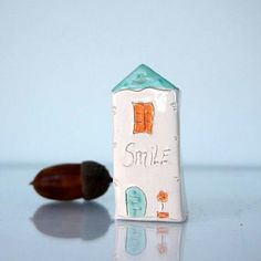 ALWAYS WEAR A SMILE...My little Clay House - Handmade miniature ceramics house - available in my etsy store (link on my profile) . . . #instaart #instagood #interiorinspiration #etsystore #etsy #inspirationalquotes #quotes #littleclayhouse #tinyhouse #tin