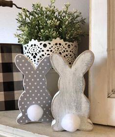 Relaxing Easter Decorations Ideas For Your Home Basket Crafts, Easter Gift Baskets, Basket Gift, Easter Bunny Decorations, Easter Wreaths, Easter Decor, Craft Stick Crafts, Wood Crafts, Diy Crafts