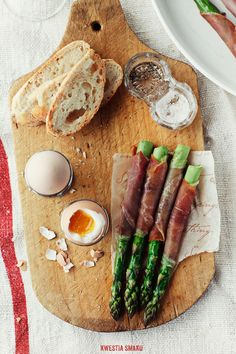 Prosciutto-Wrapped Asparagus Soldiers with Soft-Boiled Eggs | Kwestia Smaku