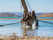 Free Bible images: Free Bible images of the risen Lord Jesus appearing on shore of Galilee and telling the Disciples to cast their fishing net on the other side of the boat. Free Bible Images, Gospel Bible, The Risen, Sea Of Galilee, Jesus Resurrection, Sunday School Crafts, The Other Side, Fishnet, It Cast