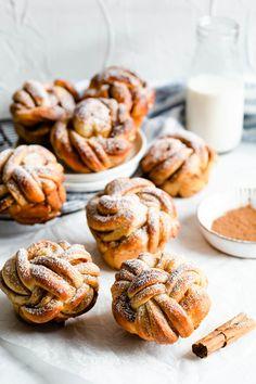 Fun Baking Recipes, Sweet Recipes, Bagels, Cinnamon Bun Recipe, Cinnamon Butter, Delicious Desserts, Yummy Food, Sweet Buns, Donuts