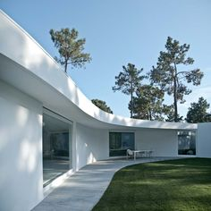 HOUSE IN AROEIRA BY AIRES MATEUS ARCHITECTS