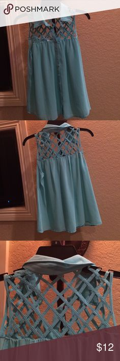 Super cute and comfy top!!😘 Soft comfortable top. Smoke and pet free home. 25 inches in length aqua light green color. pniina Tops Blouses