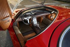Alfa-Romeo 33 Stradale, Interior: my takeaway here, is that my car has the same door handles.