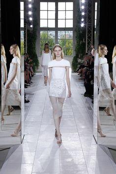 Balenciaga Spring 2014 Ready-to-Wear Fashion Show - Julia Nobis (Viva)