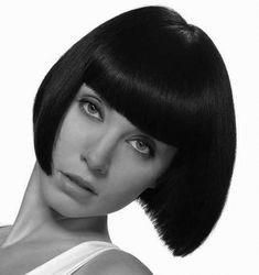 """The French """"bob"""" The """"bob"""" with bangs is the classic of classics ! We assume hair in shambles, the style """"fresh out of bed"""" for a touch of French elegance. It only remains to choose his fringe style, whether it… Continue Reading → Graduated Bob Haircuts, Stacked Bob Hairstyles, Short Hairstyles For Women, Short Textured Bob, Short Wavy Bob, Short Bobs, Thin Hair Layers, Bobs For Thin Hair, Medium Angled Bobs"""